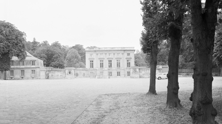 Exterior view of the Petit Trianon, entrance façade and main courtyard, Versailles, châteaux de Versailles et de Trianon © RMN (Château de Versailles) / All rights reserved