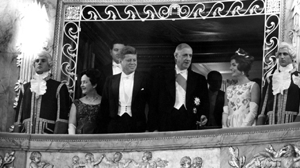 Visit of the Kennedy couple received by General de Gaulle in the Royal Opera of Versailles, June 1961 © RDA