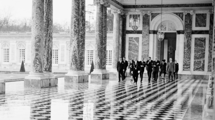 Réception au Grand Trianon du Prince Philip, Duc d'Edimbourg par le Général de Gaulle, en 1966. © Archives nationales (France)
