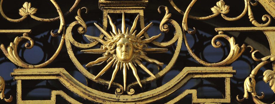 Sculpted decoration from one of the gilt Royal Gates of the Royal Courtyard, Versailles, chteaux de Versailles et de Trianon  EPV/ Christian Milet