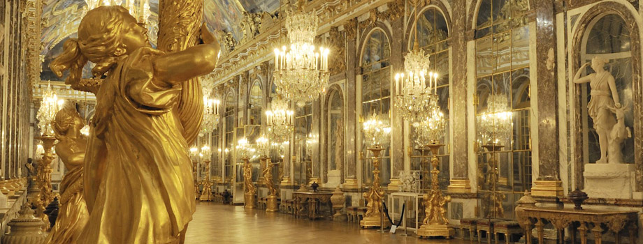 Present-day view of the Hall of Mirrors at night, 2011, Versailles, châteaux de Versailles et de Trianon © EPV/ Christian Milet